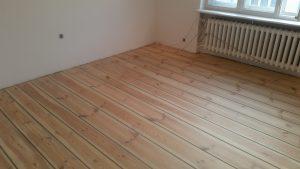 montaż podłogi drewnianej reda