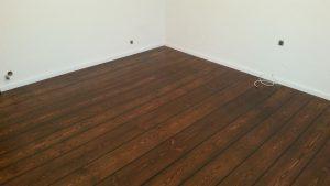układanie desek podłogowych